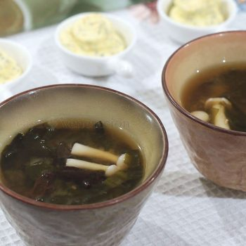 Shimeji mushrooms and wood ears were combined with a copious amount of wakame (yes, the seaweed) to complete this wonderful 2-mushroom miso soup.