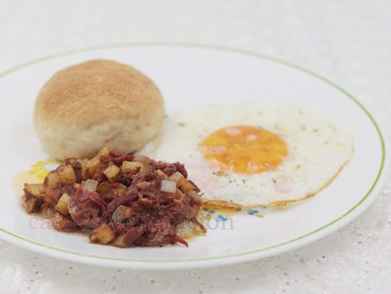 A popular breakfast dish, corned beef hash is believed to have originated during World War II when food ration was limited. To double the bulk of canned corned beef, potatoes were added.