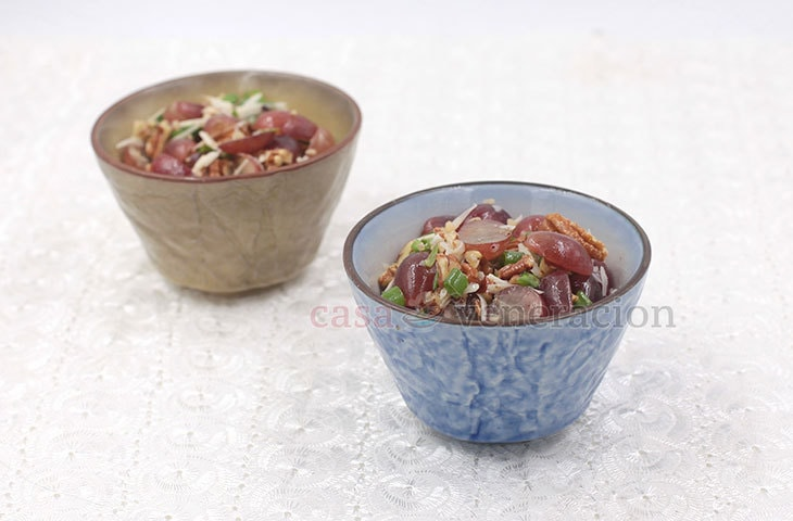 A unique and impressive starter course, this grapes and pecan salad is also a wonderful snack that you can easily prepare. Add lots of cheese for the ultimate experience.