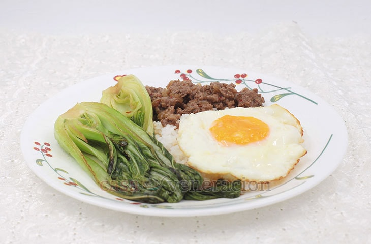 A tasty and filling breakfast dish, this Thai beef, bok choy and egg platter is something you can enjoy any time of the day. Prep time is 10 minutes. Cook time is 10 minutes.