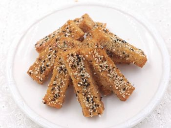 Crispy and not at all greasy like French toast, making honey butter toast with sesame seeds is a great way to make use of day-old bread. Have it for breakfast or anytime-of-the-day snack.