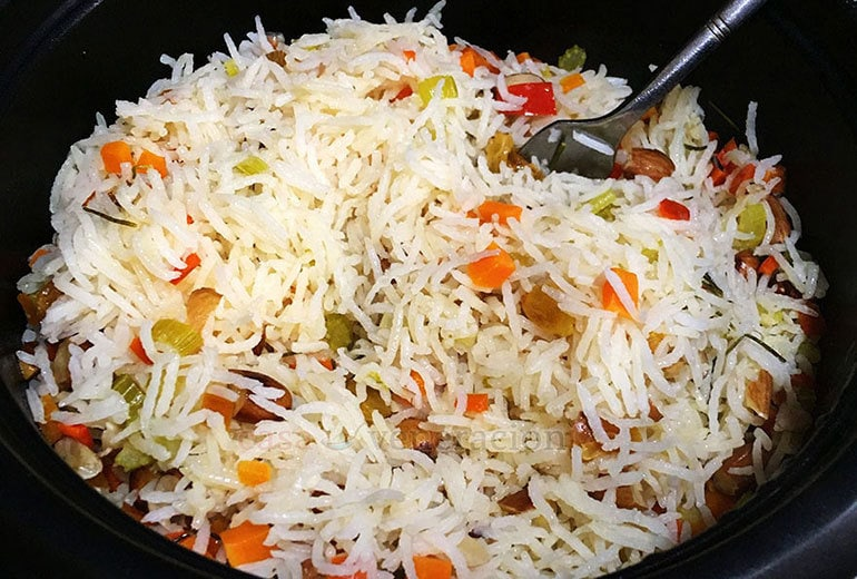 How to cook pilaf: let the pilaf rest for a few minutes then fluff with a fork.