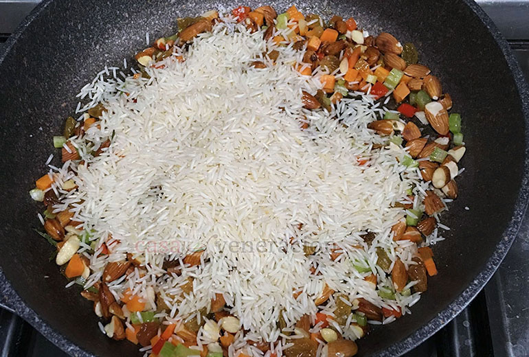 How to cook pilaf: add long-grain rice