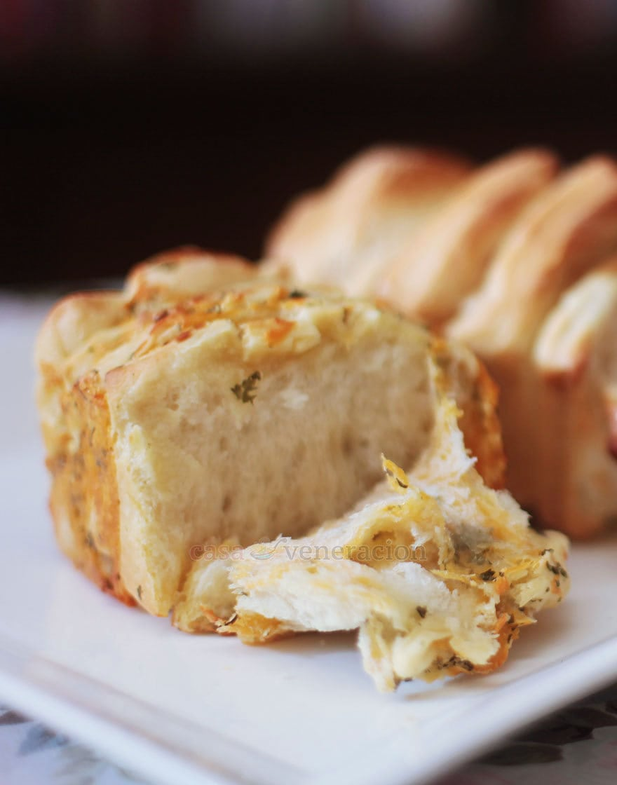 Cheese-and-herb Pull-apart Bread