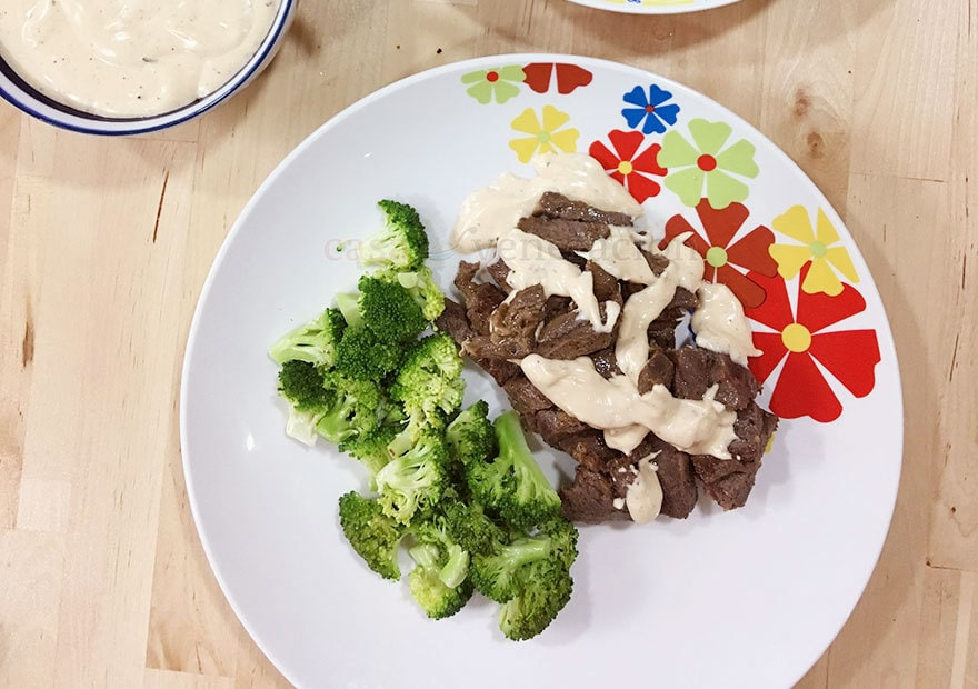 Easy delicious lunch: beef with cheese gravy