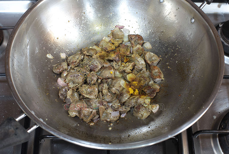 How to Cook Chicken Gizzards and Saba Banana Stir Fry, Step 3: Add thyme and turmeric