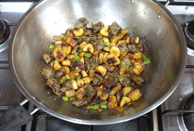 How to Cook Chicken Gizzards and Saba Banana Stir Fry, Step 6: Toss in the fried bananas