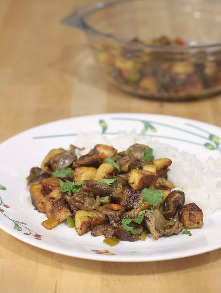 Inspired by the Nigerian dish called gizdodo, this chicken gizzards and saba banana stir fry is a fast and delicious dish to prepare on busy days and nights.