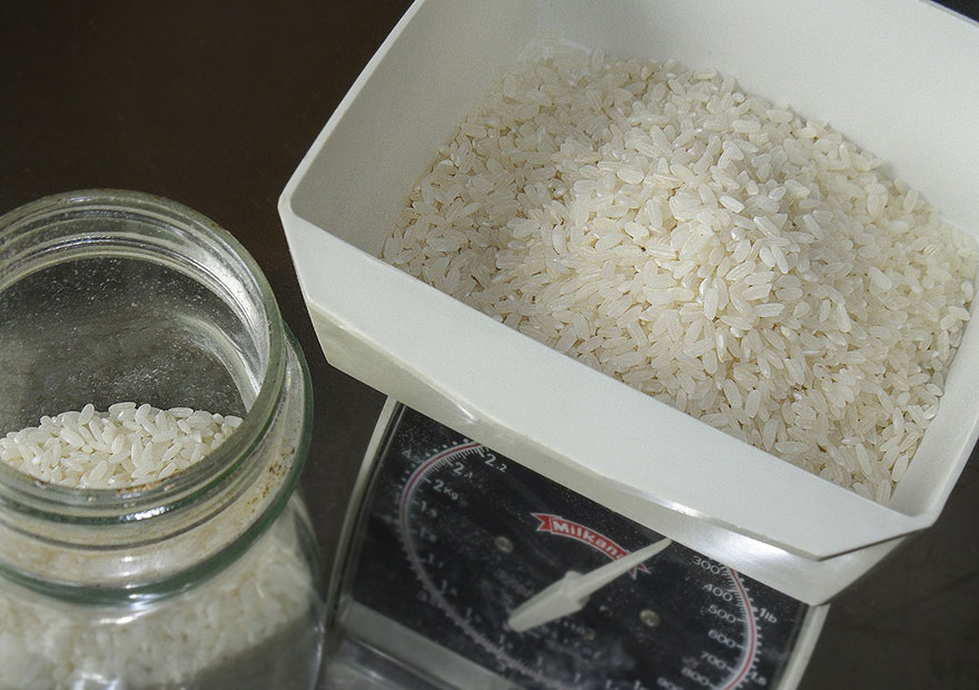 How To Cook Rice: measure the rice either by weighing or using a measuring cup