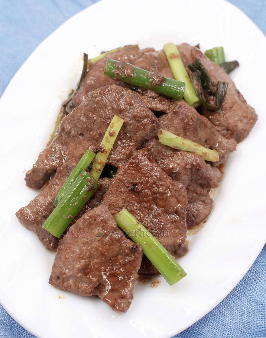 To cook Chinese-style pork liver and spring onions stir fry, it is essential to slice the liver thinly and marinate for at least two hours prior to cooking.