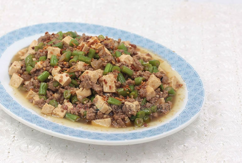 You only need 10 minutes to cook this lovely ground pork, green beans and tofu stir fry!
