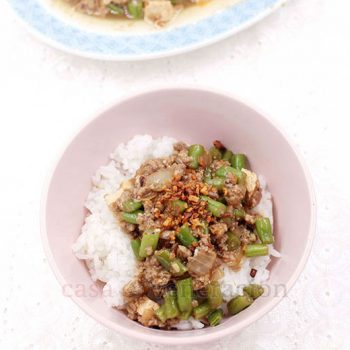 Marinate the ground pork, stir fry, add green beans, tofu and a thickened sauce. Easy, fast, tasty and only one cooking pan is needed. Ladle the ground pork, green beans and tofu stir fry over rice, drizzle in some sauce and happy eating!