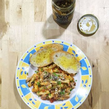 Need an easy recipe for tonight's supper? Make it sardines pasta. One minute to prepare and 15 minutes to cook.