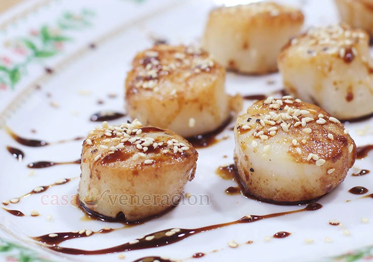 Lightly browned with a thin crispy crust, these honey ginger teriyaki scallops make a wonderful starter course or finger food.