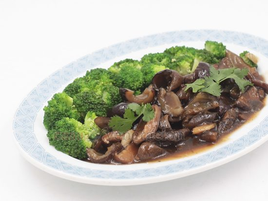 Chinese-style Braised Sea Cucumbers and Shiitake Mushrooms