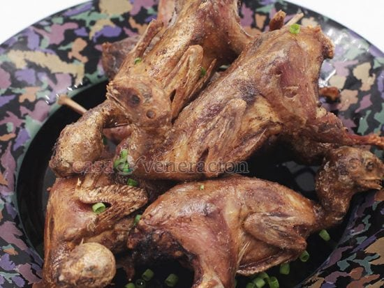 The secret to tender juicy fried quails is the length of the cooking time. Not the frying time, mind you. Fry them for too long and they will be dry and tough. The trick is to steam them first until the meat is tender. Cool them to dry the skins then deep fry.
