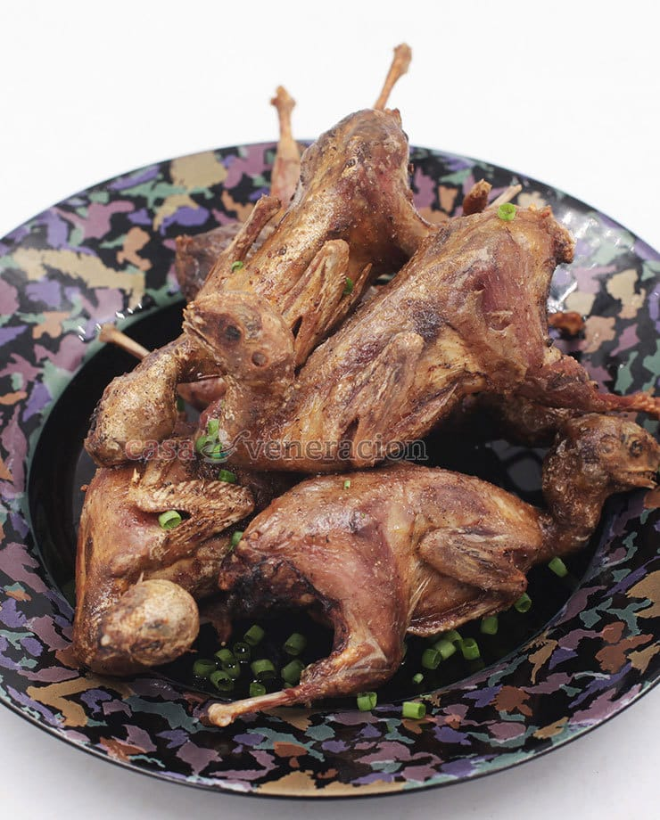The secret to tender juicy fried quails is the length of the cooking time. Not the frying time, mind you. Fry them for too long and they will be dry and tough. The trick is to steam them first until the meat is tender. Cool them to dry the skins then deep fry. #quail #howtocookquail #deepfriedquail