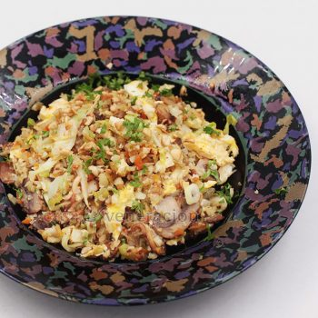 """Keto-friendly and ovo vegetarian, cauliflower mushroom """"fried rice"""" has bell pepper, carrot, scallions, cabbage and cashew for color, flavor and texture."""