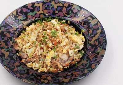 "Keto-friendly and ovo vegetarian, cauliflower mushroom ""fried rice"" has bell pepper, carrot, scallions, cabbage and cashew for color, flavor and texture."
