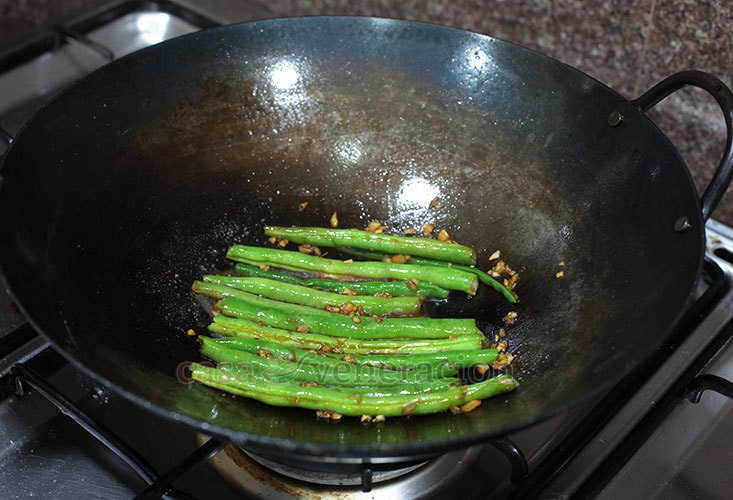 Soy Garlic Green Beans Recipe, Step: Cook in sauce until beans are done