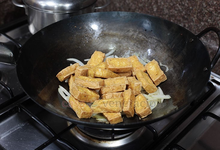 Crispy Fried Tofu With Chili Garlic Sauce Recipe, Step 3: Add the cooked tofu to the onion