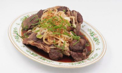 In Northern America where beef knee caps are fed to the dogs, people don't know what they're missing. The gelatinous meat around the knee caps is divine. Patience is required though to make it fork tender. It took three hours to cook this beef knee caps a la bistek.