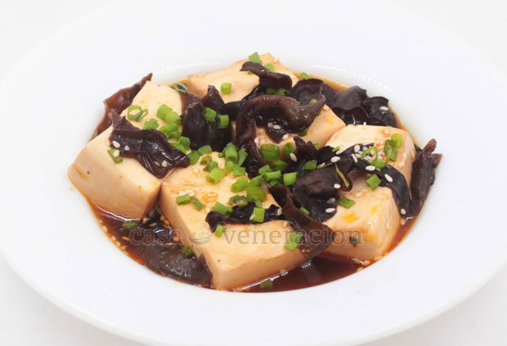 Soy braised tofu and wood ears recipe