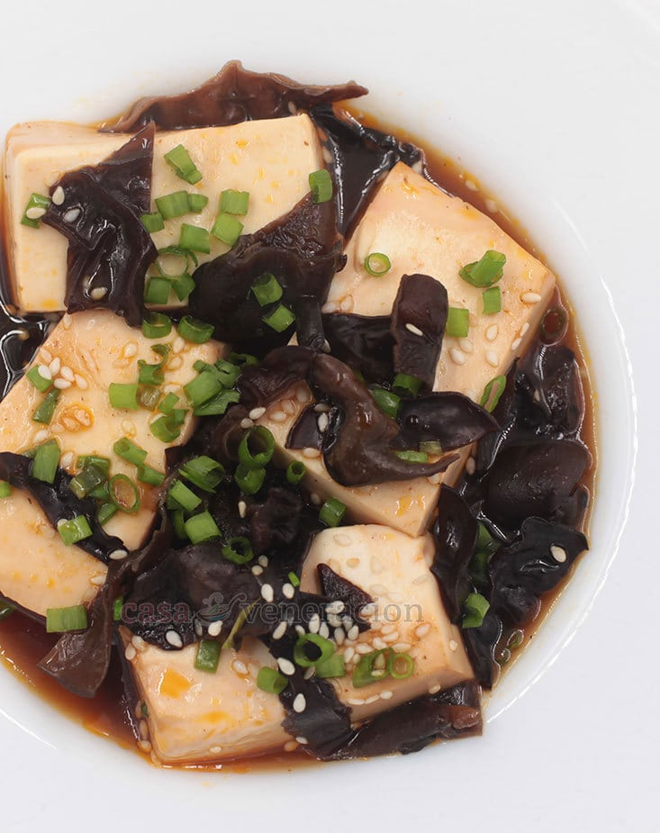 Make this tasty vegan soy braised tofu and wood ears today!