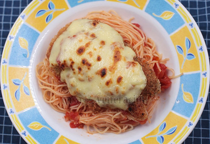 How to Cook Chicken Parmigiana With Angel Hair Pasta