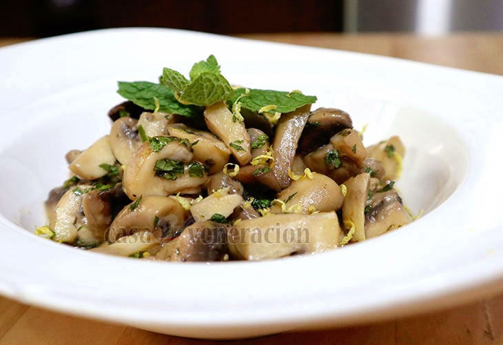 Easy holiday appetizer or side dish: Lemon Mint Mushrooms