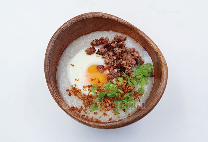 Slow Cooker Congee With Sausage and Egg