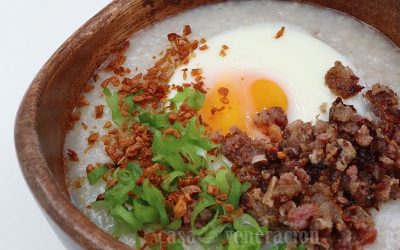 How to Make Slow Cooker Congee With Sausage and Egg