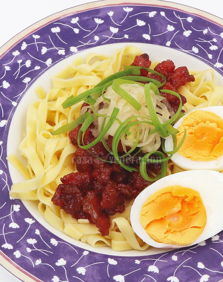 How to Make Tocitlog (Tocino, Pancit at Itlog)