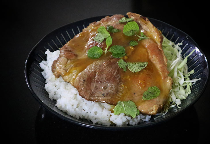 Pork Steaks with Spicy Mustard and Honey Sauce Recipe