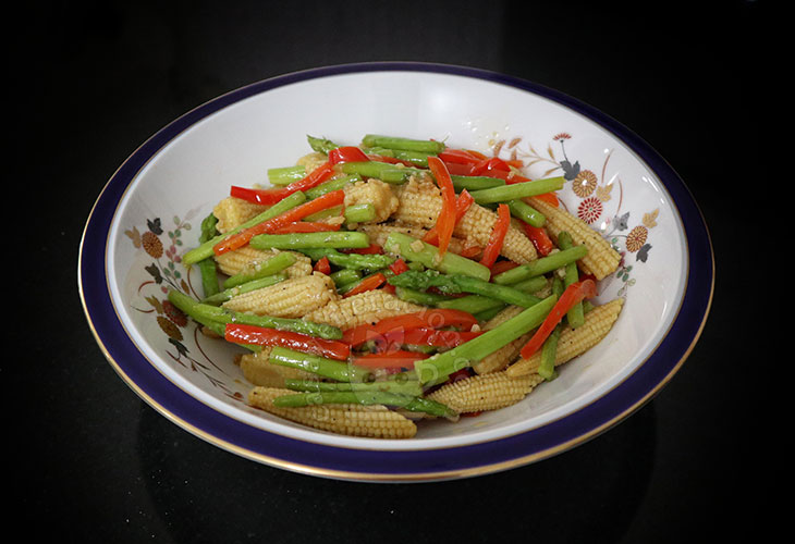 How to Cook Garlic Butter Asparagus and Baby Corn